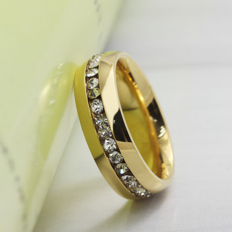 7dd7a1222077 Anillo color oro con diamantes original