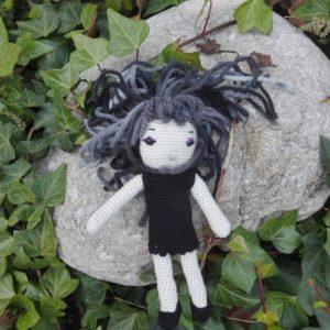 Muñeca niña oscura artesanal
