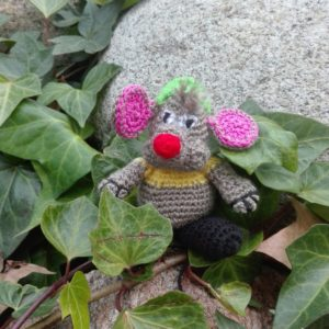 Muñeco Ratoncito de punto artesanal