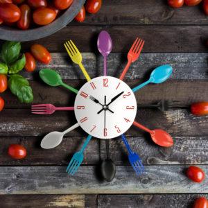 reloj cubiertos cocina