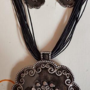 Conjunto Colgante Embrujado y Pendientes, piedras preciosas de Metal