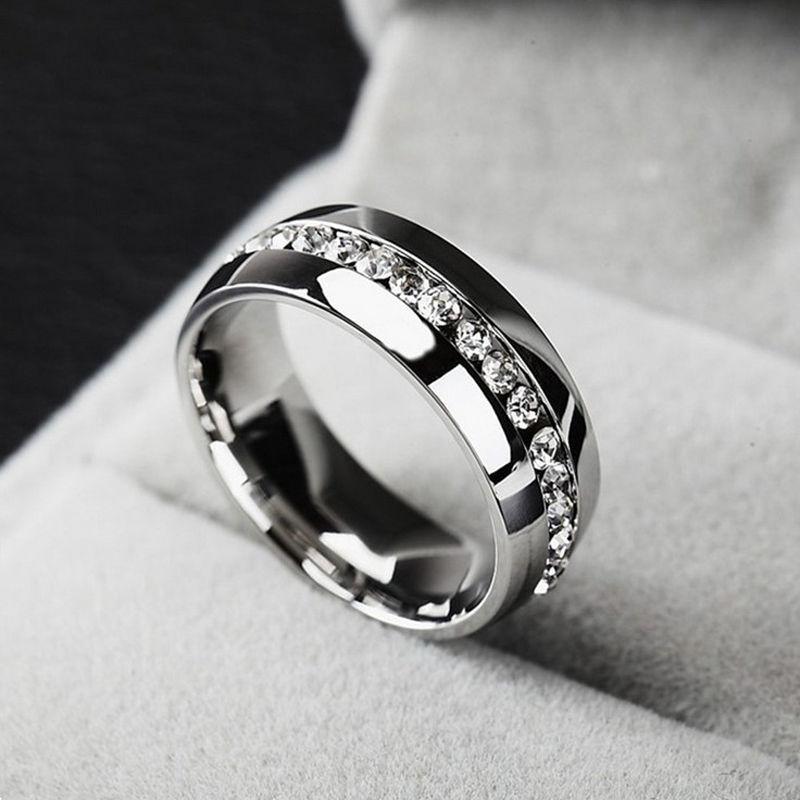 anillo color plata brillantes alianza